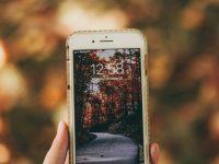 Matkapuhelimien historia Ensimmäinen matkapuhelin, joka näyttää ajan